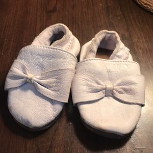 Leather white moccasin for baby